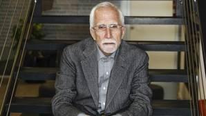 El escritor Luis Mateo Díez, fotografiado poco después de la entrevista, en Madrid