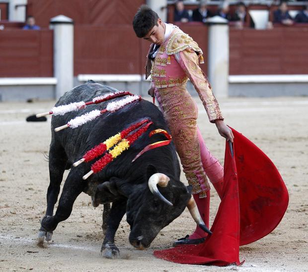 Ángel Sánchez, en un sentido muletazo
