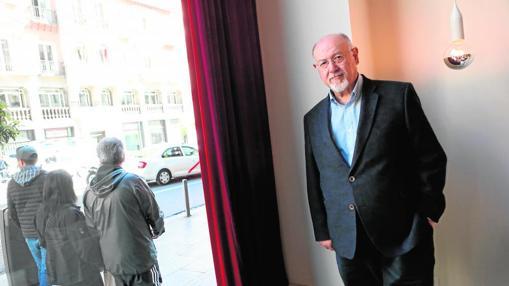 Fotografía en la entrevista al escritor Juan Eslava Galán