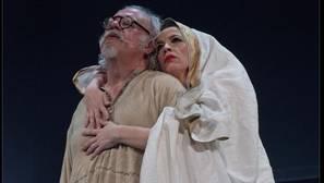 Juan Echanove y Marta Ribera, en una escena de «Sueños»