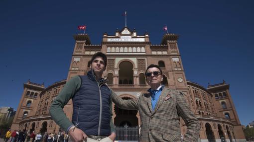 Angel Sánchez y Ortega Cano, en la Puerta Grande de Las Ventas, el 5 de abril, un día antes de que el novillero rompiera con su maestro y apoderado