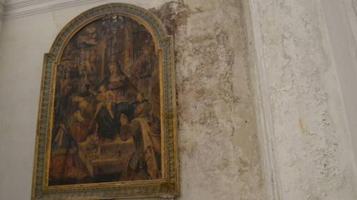 Las tablas de media docena de pintores, desde Pino da Siena a Lucas Jordán, han sufrido la humedad y se deterioran rápidamente