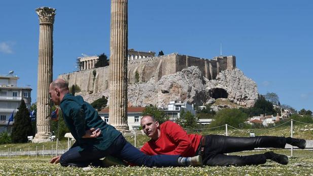 «Performance» de Prinz Gholam «My Sweet Country», a los pies del Templo de Zeus