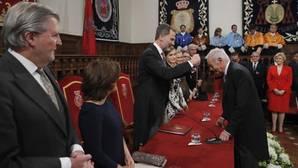 El Rey entrega el premio Cervantes a Eduardo Mendoza