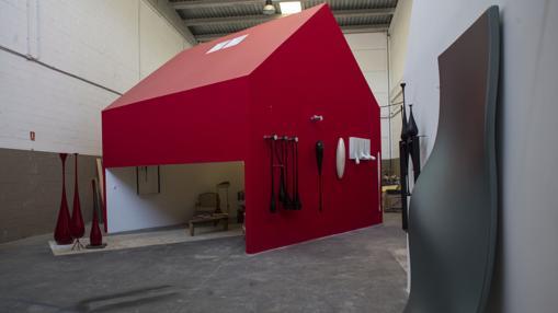 La «casa roja», centro del taller