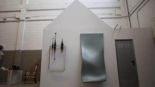 Detalle de «la casa blanca», en el estudio del artista