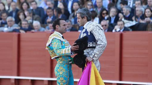 Ferrrera tuvo el detalle de compartir banderillas con Montoliu en un emotivo tercio