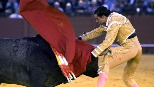Paco Ureña se llevó un arreón del sexto