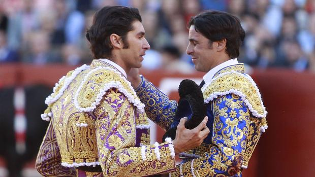 Cayetano brinda a un emocionado Francisco Rivera