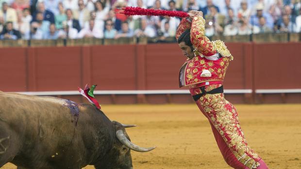 Morante, en banderillas al cuarto toro