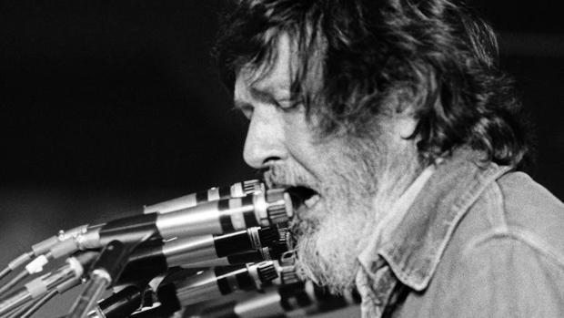 John Cage durante una de sus intervenciones en los Encuentros. de Pamplona