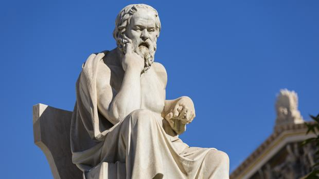 Estatua de Sócrates en Atenas