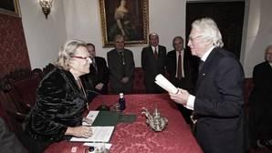 Enriqueta Vila y Hugh Thomas, durante el ingreso del historiador en la Real Academia de Buenas Letras de Sevilla