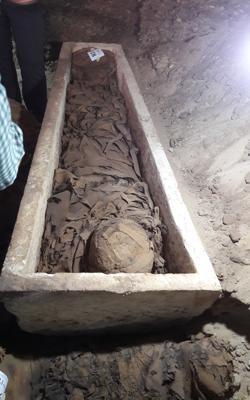 Imagen de una de las momias faraónicas descubiertas en la necrópolis de Tuna El-Gebel