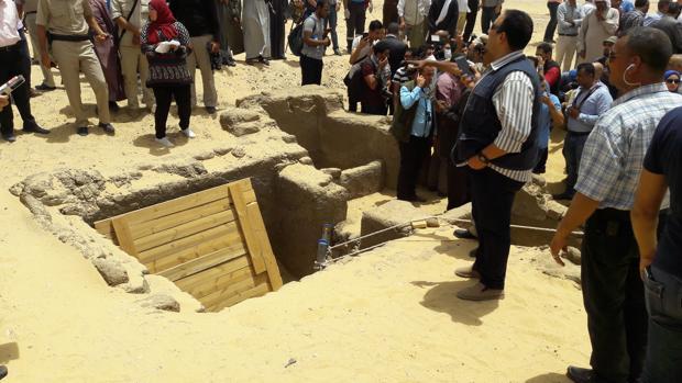 Un equipo de arqueólogos egipcios han descubierto más de una docena de momias en El-Gebel