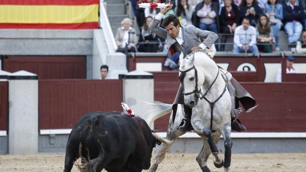 Sergio Galán, en un momento de su actuación, dio la única vuelta al ruedo de la tarde