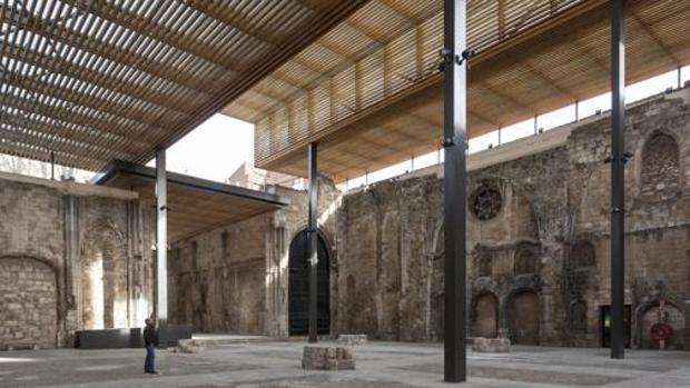 La cubierta ha creado un nuevo espacio en el Monasterio de San Juan en Burgos