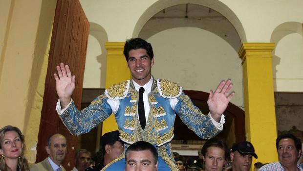Cayetano Rivera, a hombros en Jerez