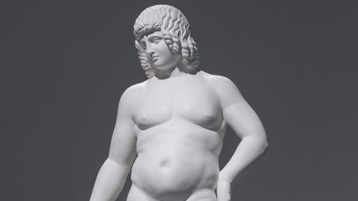 Adonis, con unos kilos de más