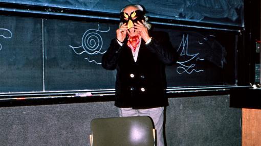 Alberti, en plena intervención en las aulas de la universidad