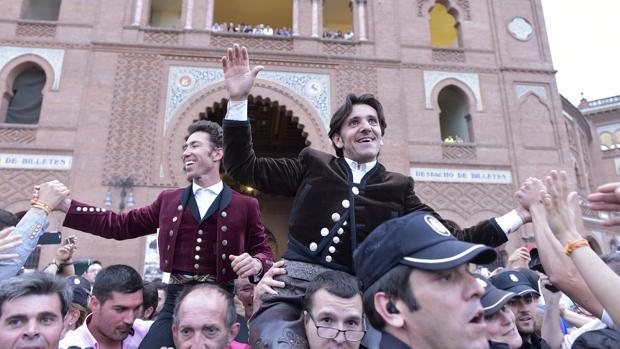Leonardo Hernández y Diego Ventura salen por la Puerta Grande