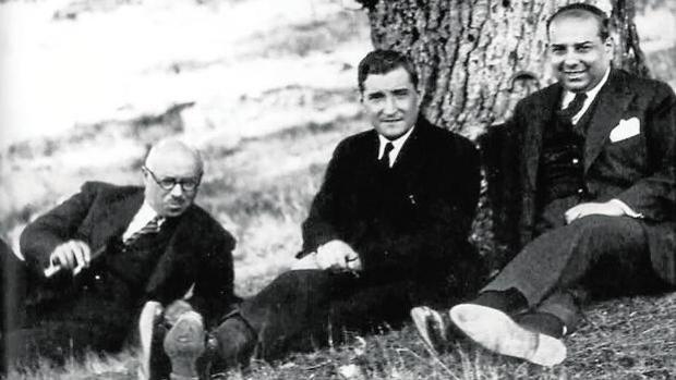 António Ferro (a la derecha), con Oliveira Salazar (centro) y Joaquim Mendes dos Remédios