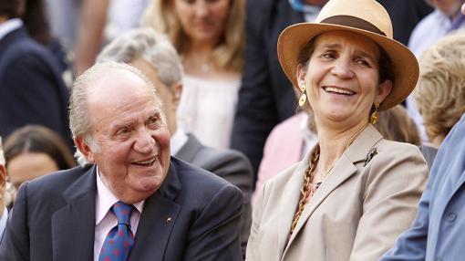 Don Juan Carlos y Doña Elena, en preferente