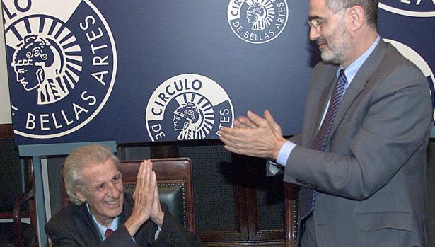 José Monleón (Tabernes de Valldigna, 1927-Madrid, 2016), cofundador de «Primer Acto», recibe la Medalla de Oro del Círculo de Bellas Artes