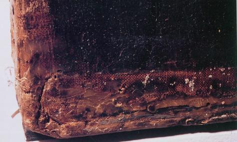 El cuadro tiene un estado de salud muy frágil: craquelados, grietas, pérdidas de pintura...