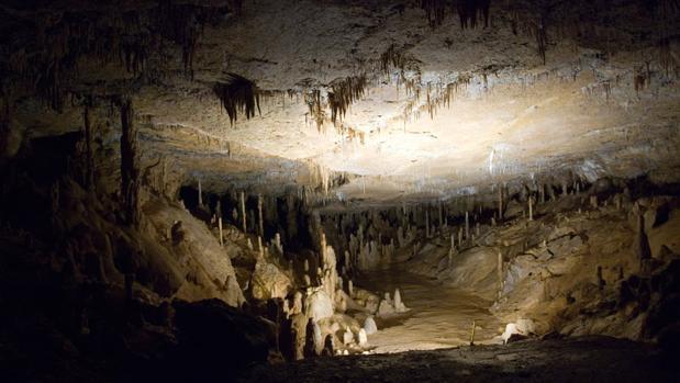 Interior de la Cueva de las Estalactitas