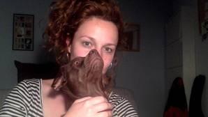El selfie que Sabina Urraca dedica a ABC Cultural, junto con su perra Murcia