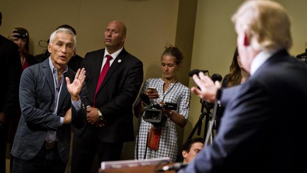 Trump expulsa al periodista Jorge Ramos de una rueda de prensa