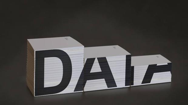 «Data Biography», de Clara Boj y Diego Díaz, de la muestra «Bibliotecas insólitas» (La Casa Encendida)