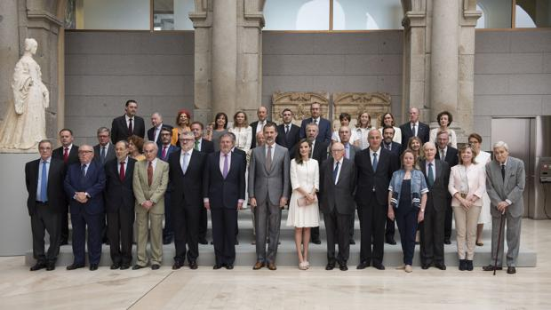 Los Reyes, junto al Pleno de la Comisión Nacional para la conmemoración del II Centenario del Prado, de la que son presidentes de honor