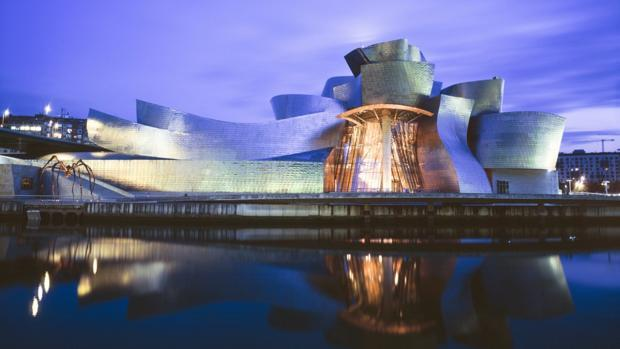 El museo Guggenheim de Bilbao, uno de los escanrios de la nueva novela de Dan Brown