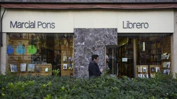 Entrada a la librería Marcial Pons. Humanidades-Ciencias Sociales