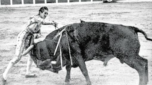 Manolete entra a matar a «Islero», justo antes de la cogida