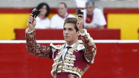 Ginés Marín, primer matador en desorejar un toro en esta Feria