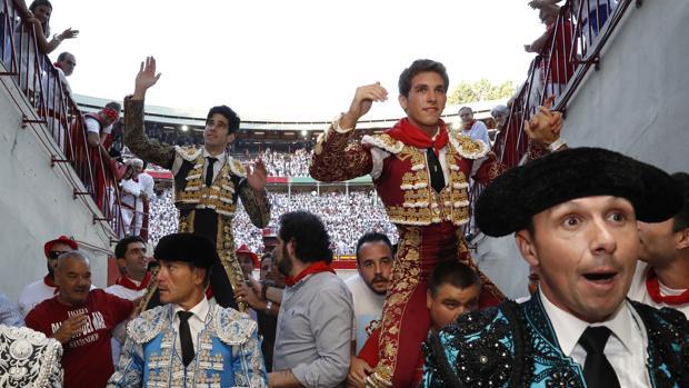 López Simón y Ginés Marín salen a hombros del coso de Pamplona