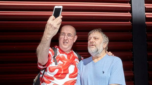 Castro y Zizek sellan su charla con un «selfie» conjunto
