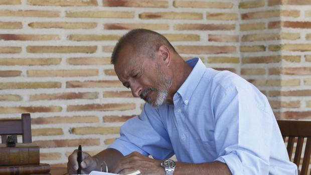 El escritor Arturo Pérez-Reverte