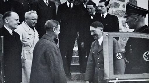 El Duque de Windsor junto a Adolf Hitler