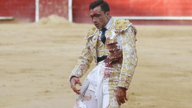 Paco Ureña, hecho un eccehomo tras la cogida
