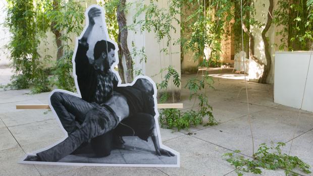Detalle del montaje de una de las piezas del colectivo en el Monasterio de La Cartuja