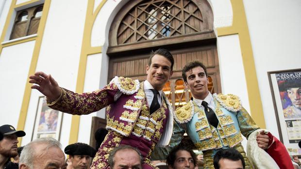 Manzanares y Alejandro Marcos salen a hombros