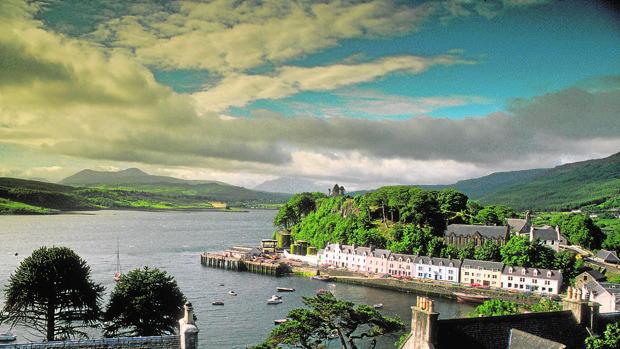 El idílico puerto de Portree deja una fotografía de postal
