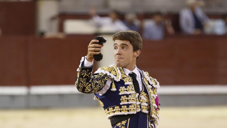 Oreja para Pablo Atienza en la final del ciclo de novilladas nocturnas en Las Ventas