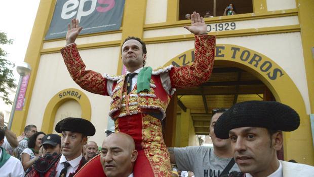 Antonio Ferrera sale a hombros del coso oscense