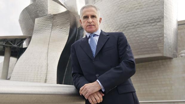 Juan Ignacio Vidarte, ante el Guggenheim Bilbao