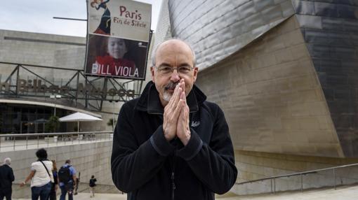 Bill Viola, ante el museo, que le dedica una retrospectiva hasta el 9 de noviembre